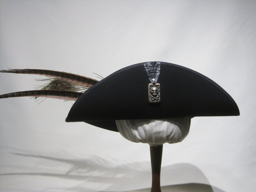 Noble pirate hat with skull and feathers 54-64cm 15 colors