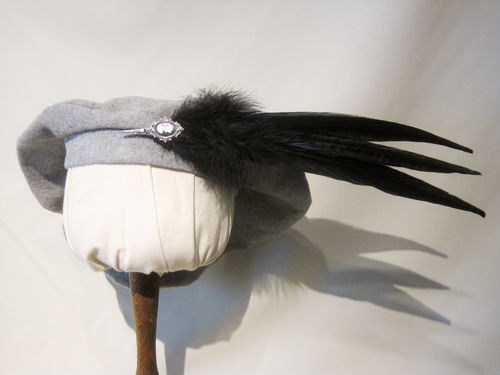 Beret with featherbrooch 54-64cm 15 colors