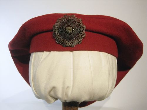 Medival beret with brooch 54-64cm 15 colors