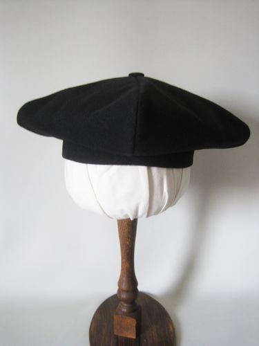 Historical beret wool 56-64cm with button