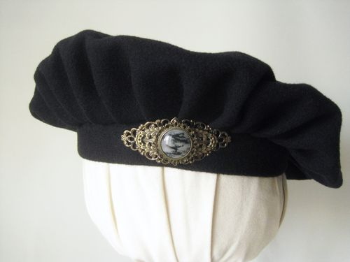Medival beret with large metal brooch